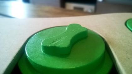 De schijfjes zitten goed vast in de puzzel, waardoor je hond ze er niet uit kan halen om erop te knagen.